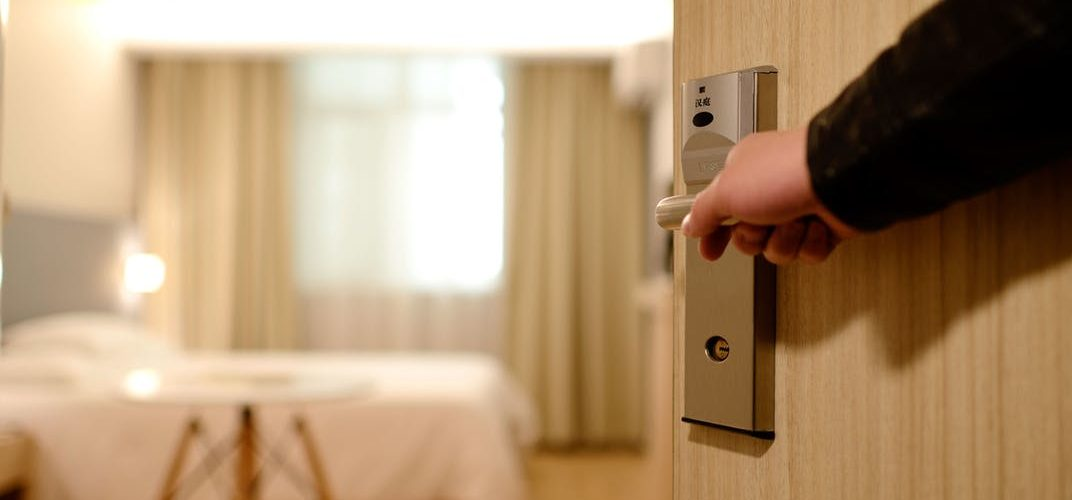 Should You Stay In A Hostel or Hotel When Traveling?